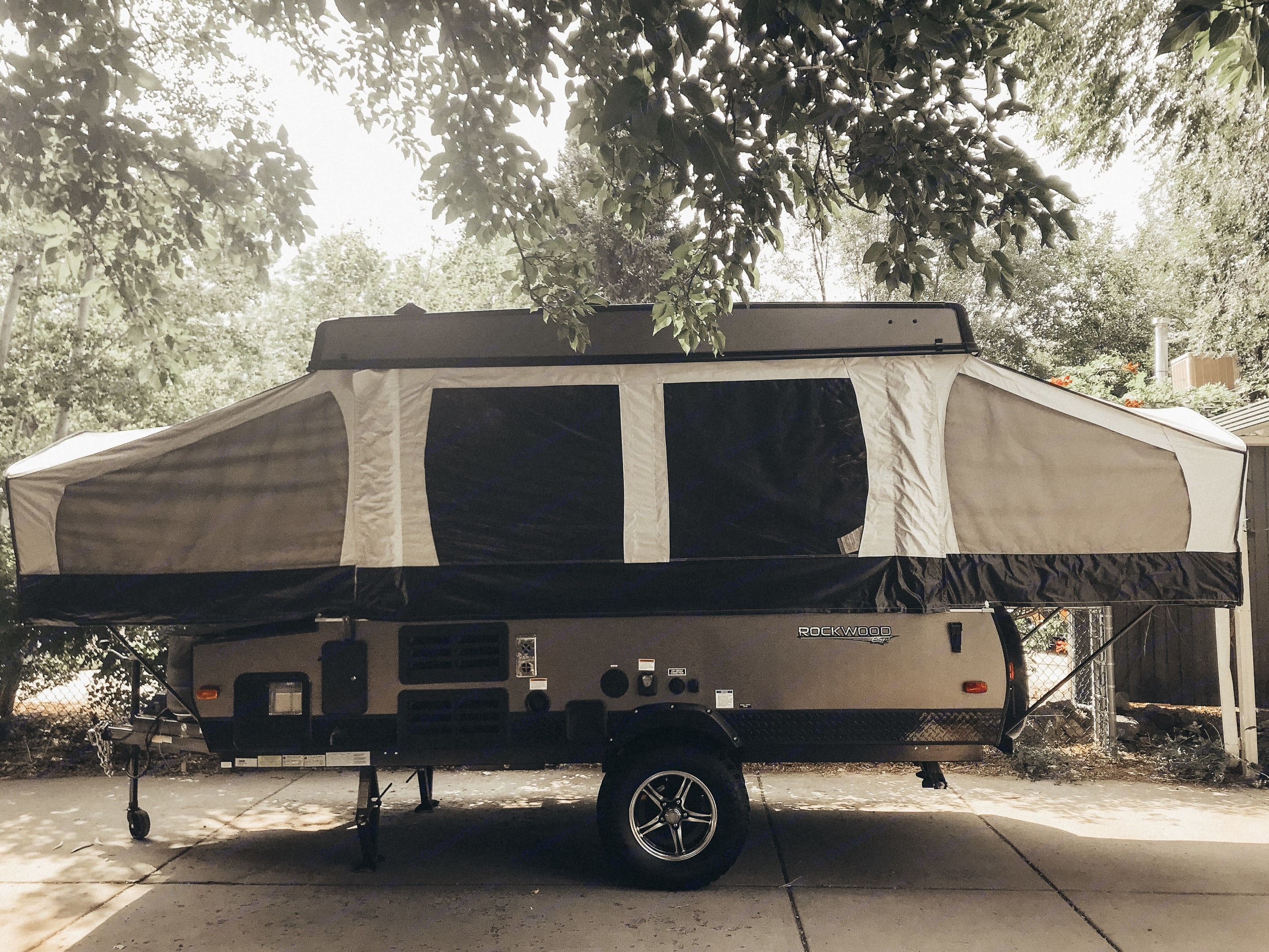 Get to the outskirts with this RockwoodESP tent trailer.. Forest River Rockwood 1910 ESP 2018
