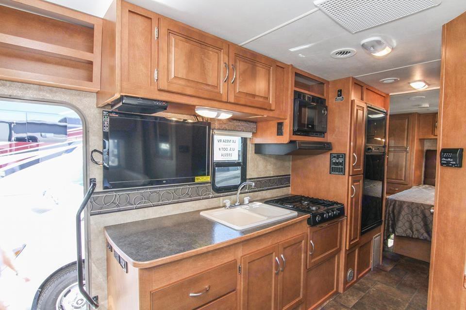 Kitchen has great counter space for preparing meals. Winnebago Minnie Winnie 2014