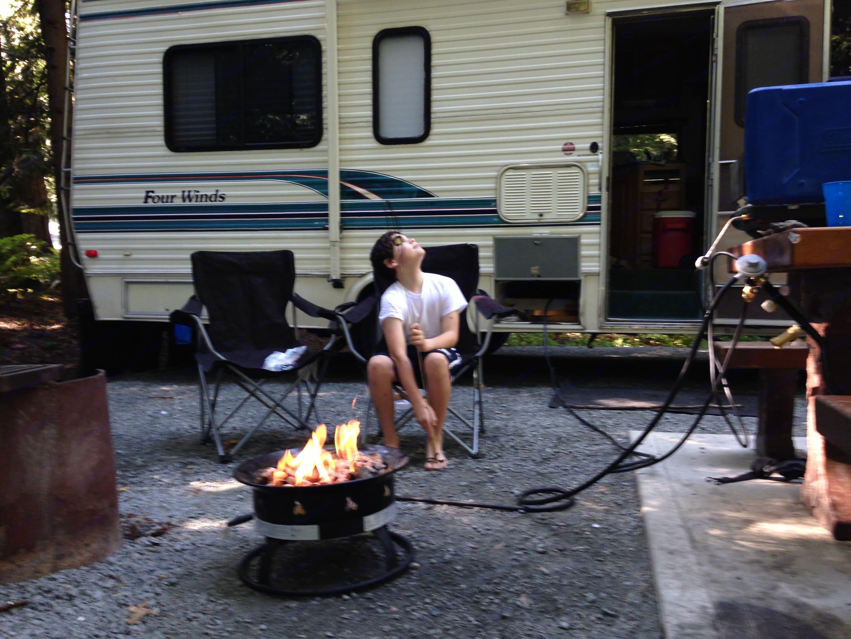 Setup at camp. Thor Motor Coach Four Winds 1993