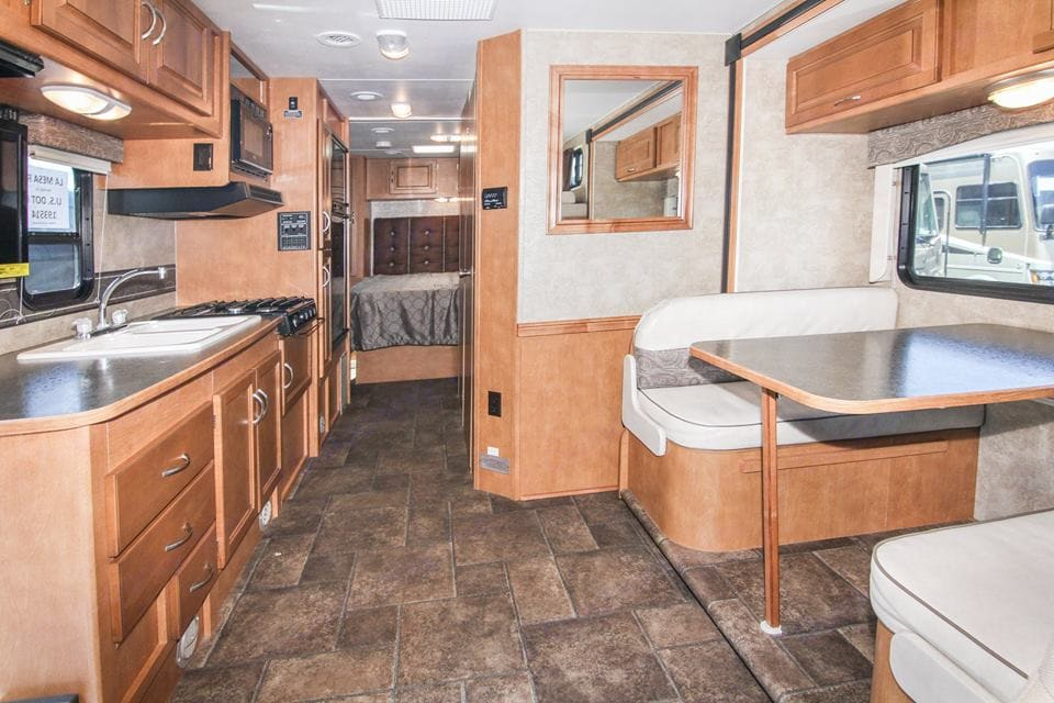 One slider up front makes for an open living area.. Winnebago Minnie Winnie 2014