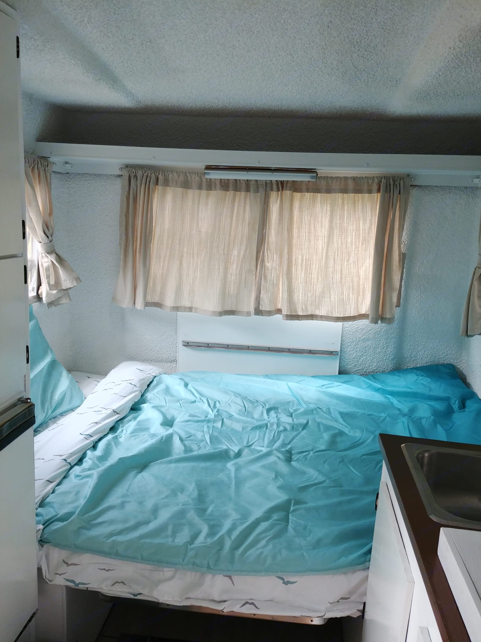 Dinette becomes Full size bed.. Trillium Rv Jubilee 1981