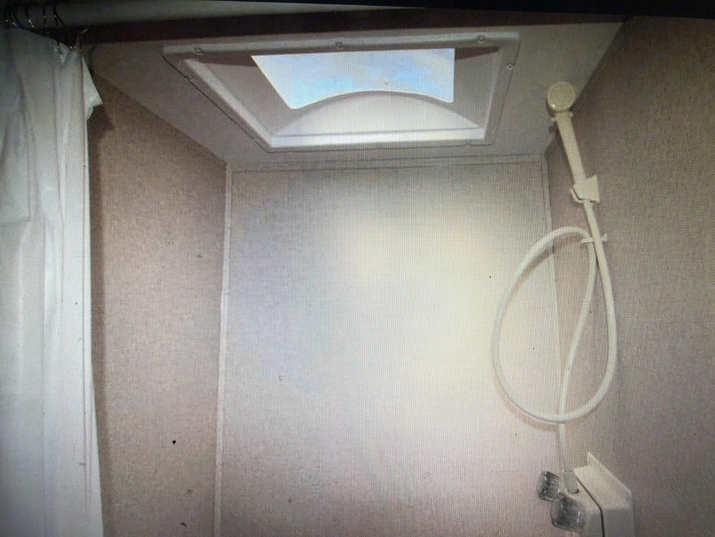 Shower w/ Skylight (Dry Bath!). Coleman Lantern Lt 2018