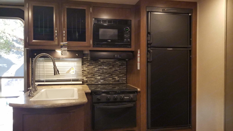 Kitchen. Forest River Heritage Glen Hyper-Lyte 2017