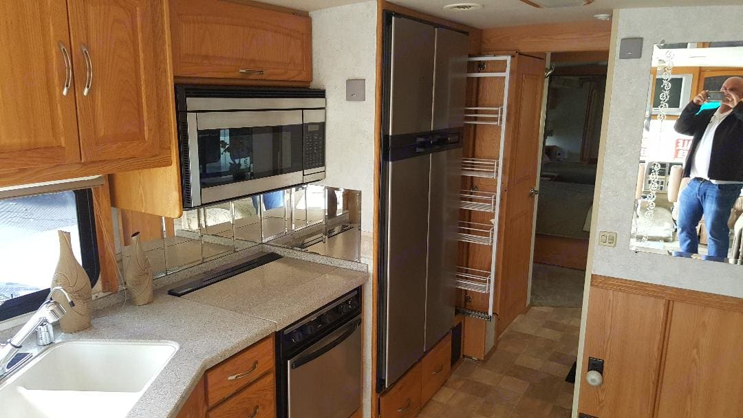 Great equipped kitchen with microwave/convection combo with 4 burner stove and solid countertops. Itasca Suncruiser 2005