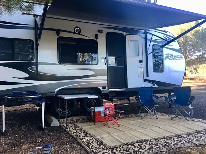 full set-up included in the price. Pacific Coachworks Rage'N 2019