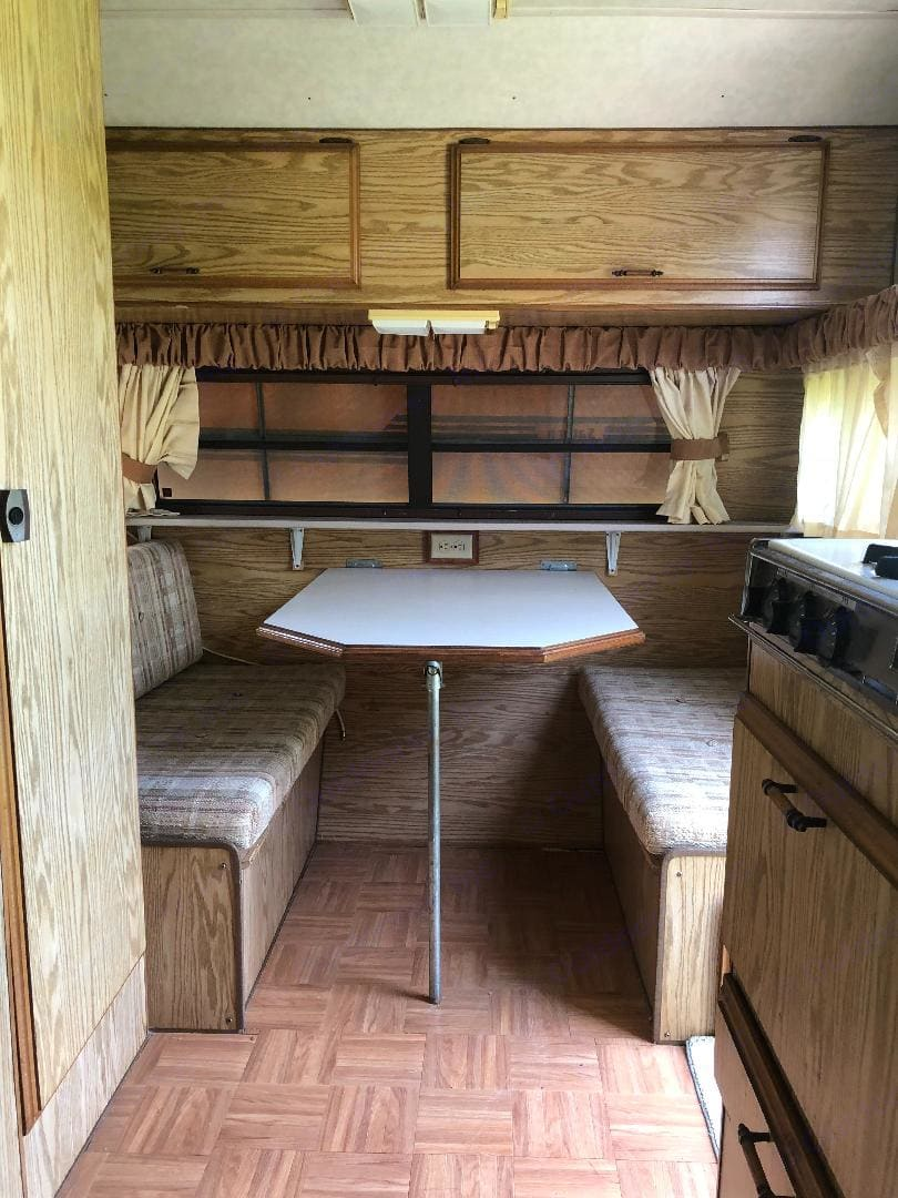 Cute dinette converts to a double bed.. Sunline Saturn 1988