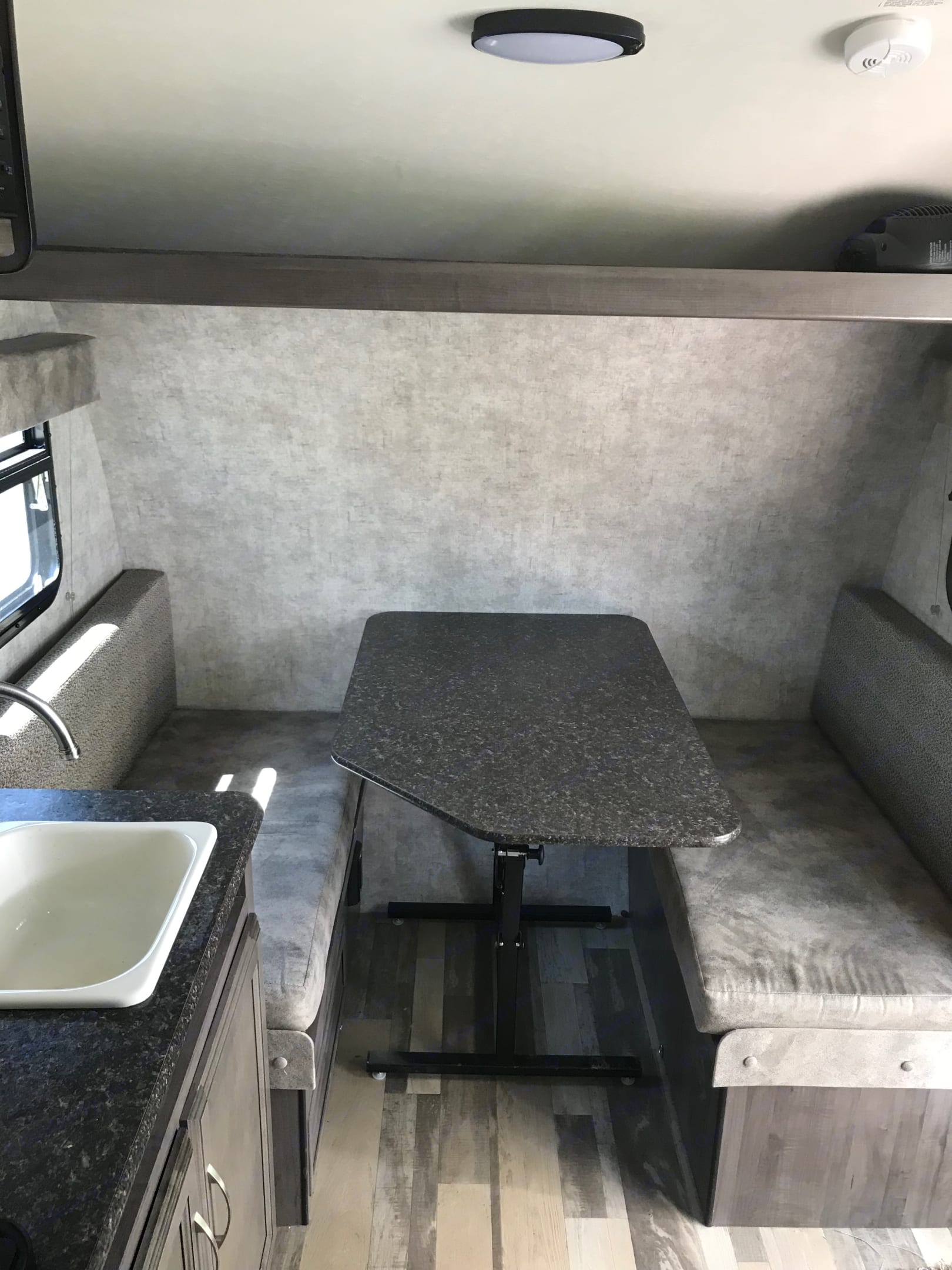 Dining table that folds into a full bed. Winnebago Winnie Drop 2017