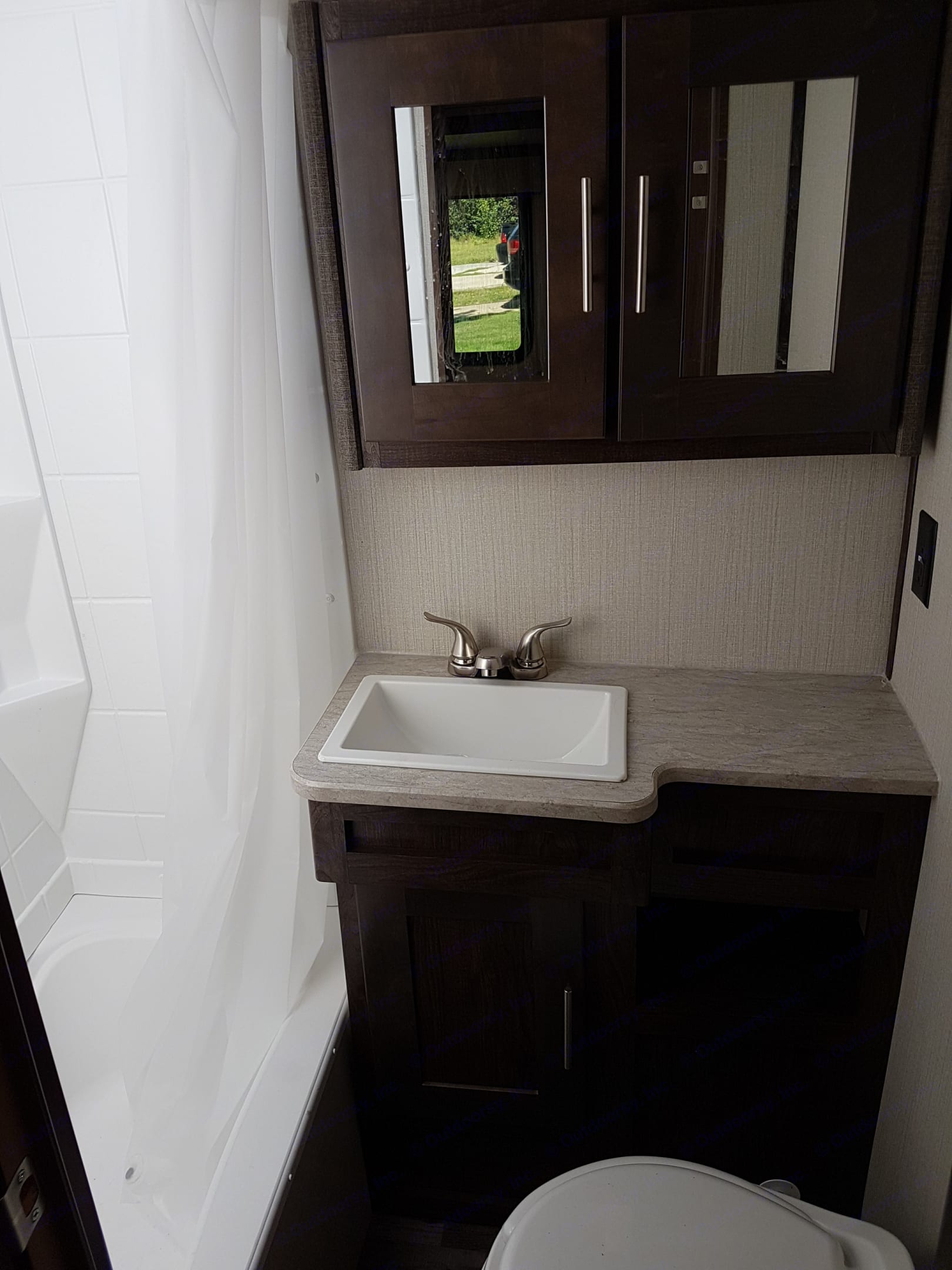 Bright, modern bathroom with shower/tub combo for convenient bathing of all family members (big & small). Cruiser Rv Corp Radiance 2019