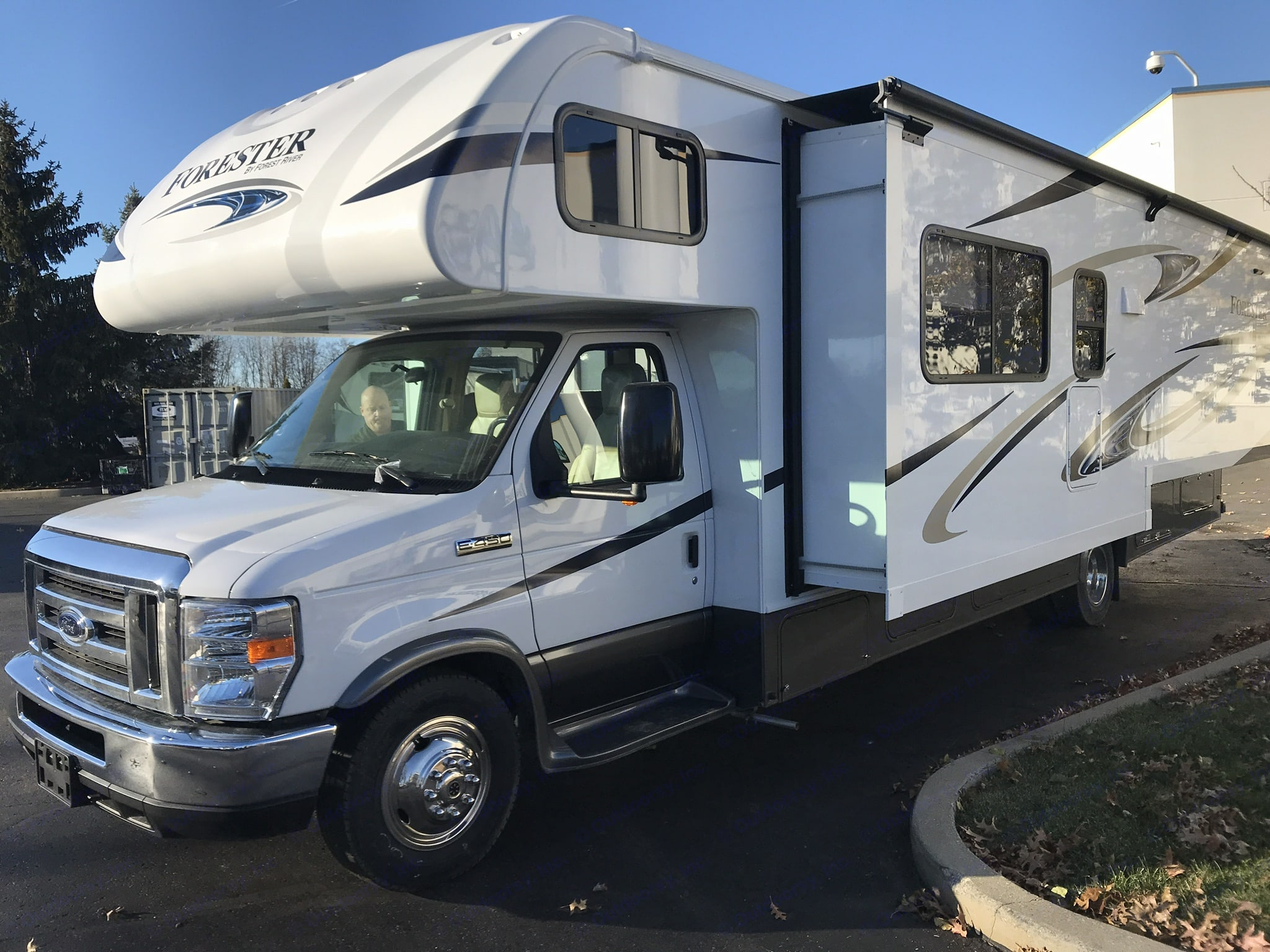 New! 2018 33' with full wall slide-out.. Forest River Forester 2018