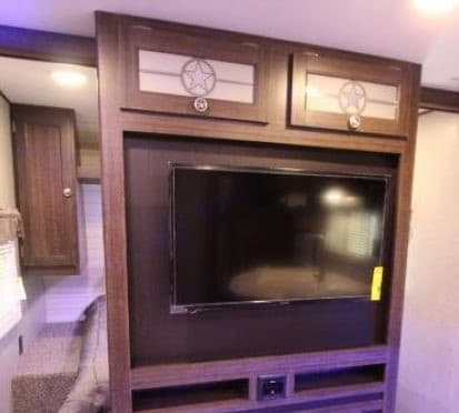 TV - no DVD player, no fireplace. Crossroads Longhorn 2018