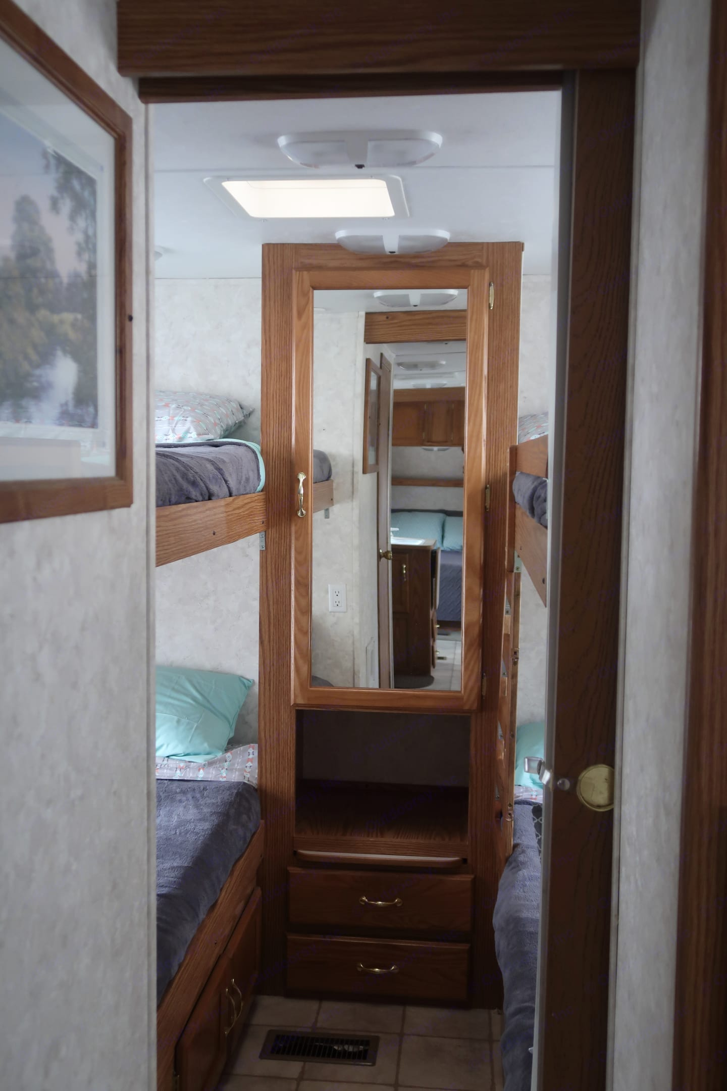 4 Fixed bunks in this bedroom!. Keystone Cougar 2004
