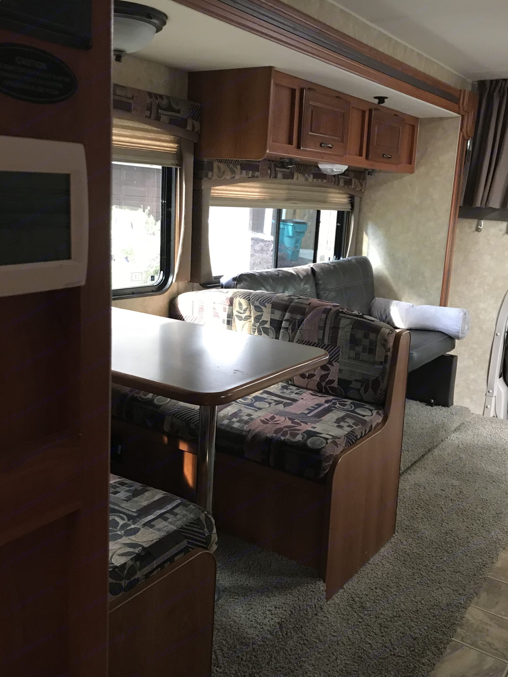 Table converts to a Bed. Ford Coachmen 2008
