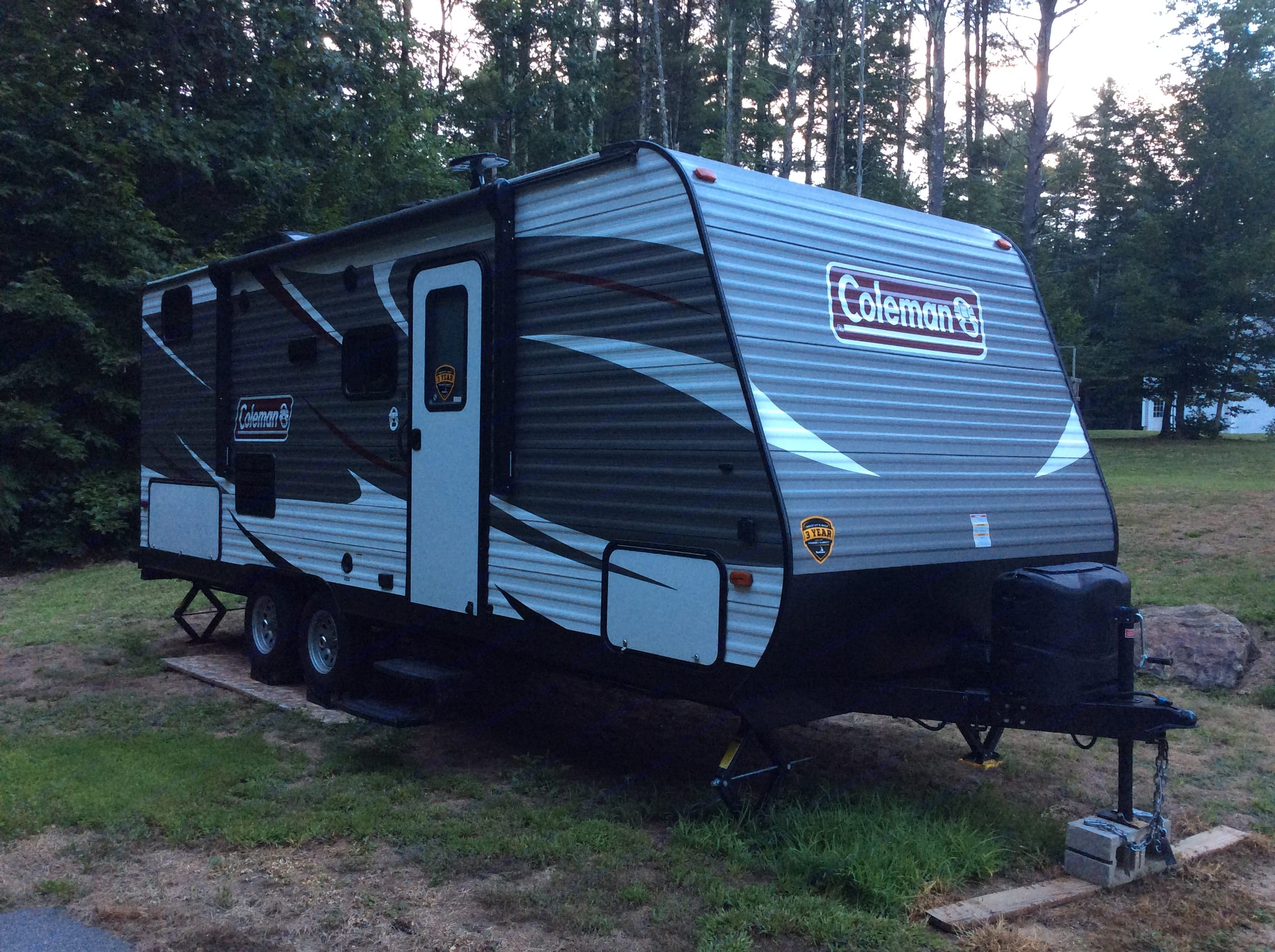 2018 Coleman Lantern bunkhouse with power awning, outdoor kitchen, and external speakers.. Coleman Lantern 2018