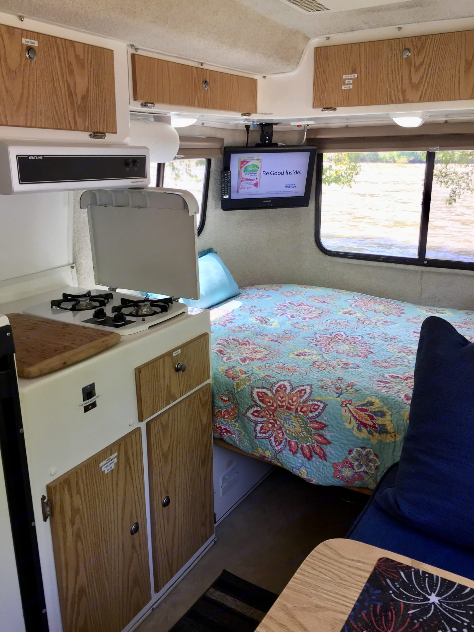 Cook on the stove top or in the microwave.. Casita 17' Spirit Deluxe 2011