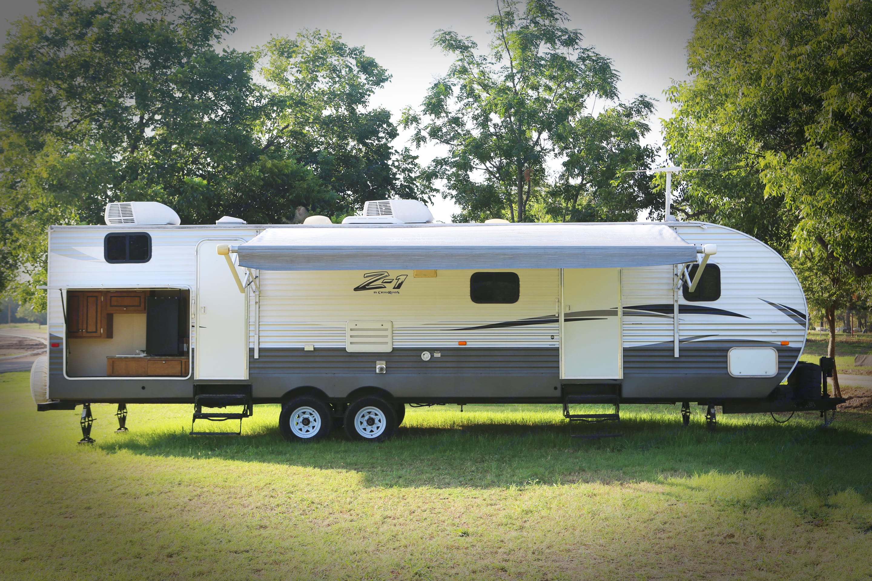 Everything you need in one RV. Crossroads Z1 SBH28 2016