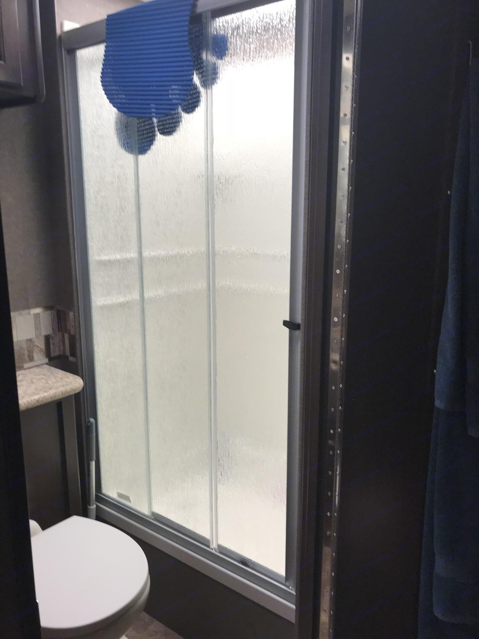 Shower. Thor Motor Coach Windsport 2017