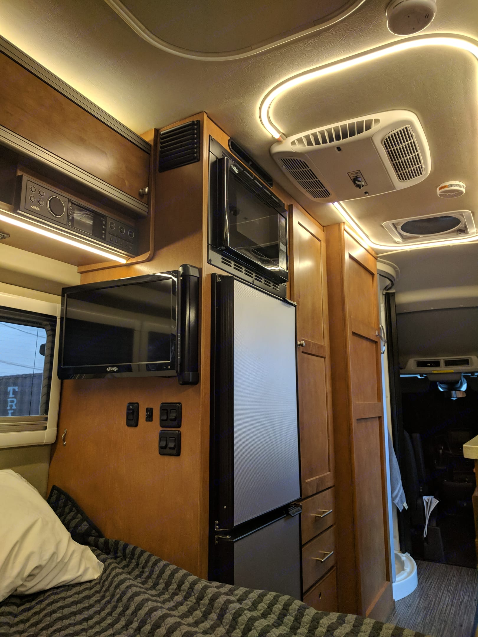 TV, DVD, audio receiver with 2 internal and 2 external speakers, refrigerator and microwave/convection oven. Winnebago Paseo 2018