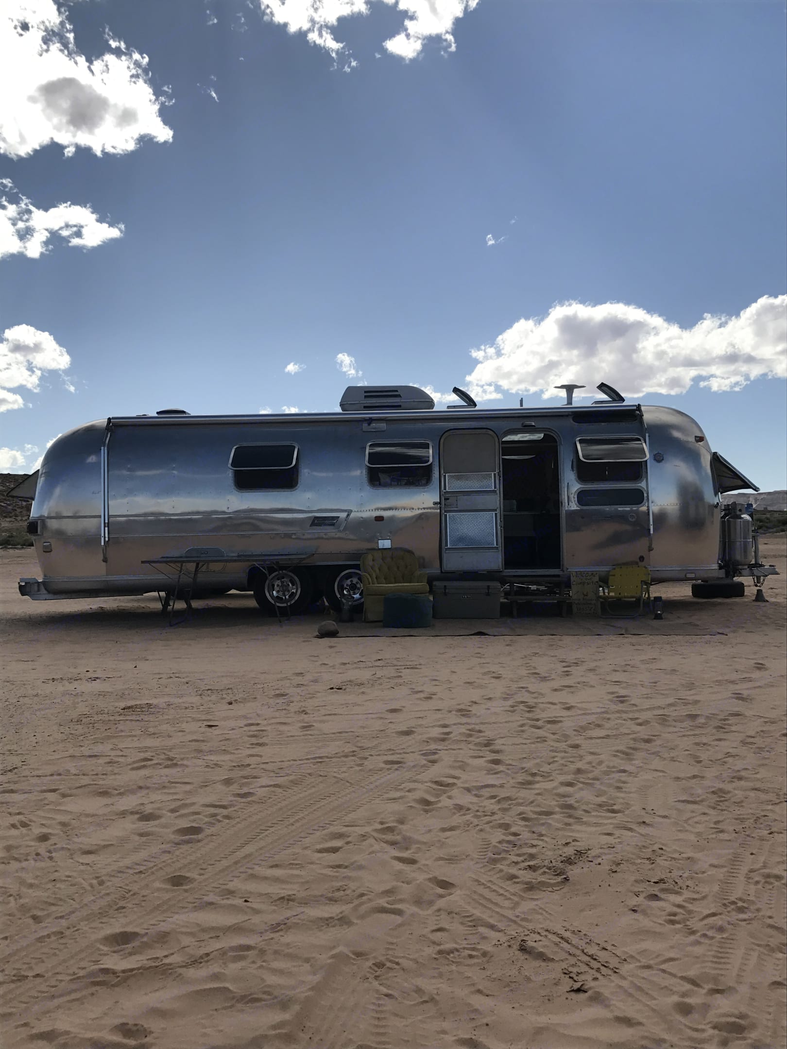 Lake Pal, this stream has solar and as long as the weather doesnt call for AC. No generator is needed.. Airstream Land Yacht 1977
