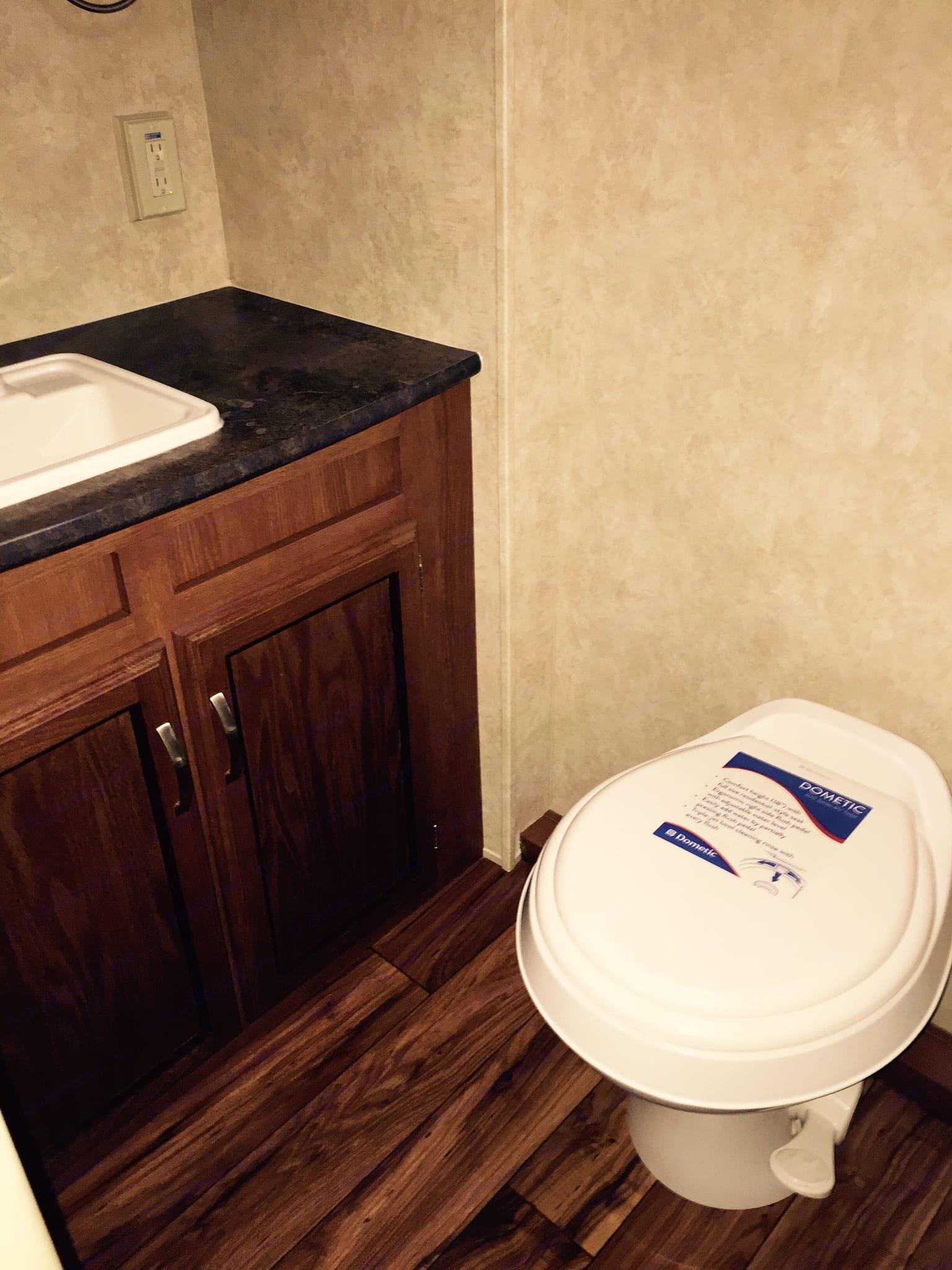 Bathroom. Wildwood 32qbss XLite 2016