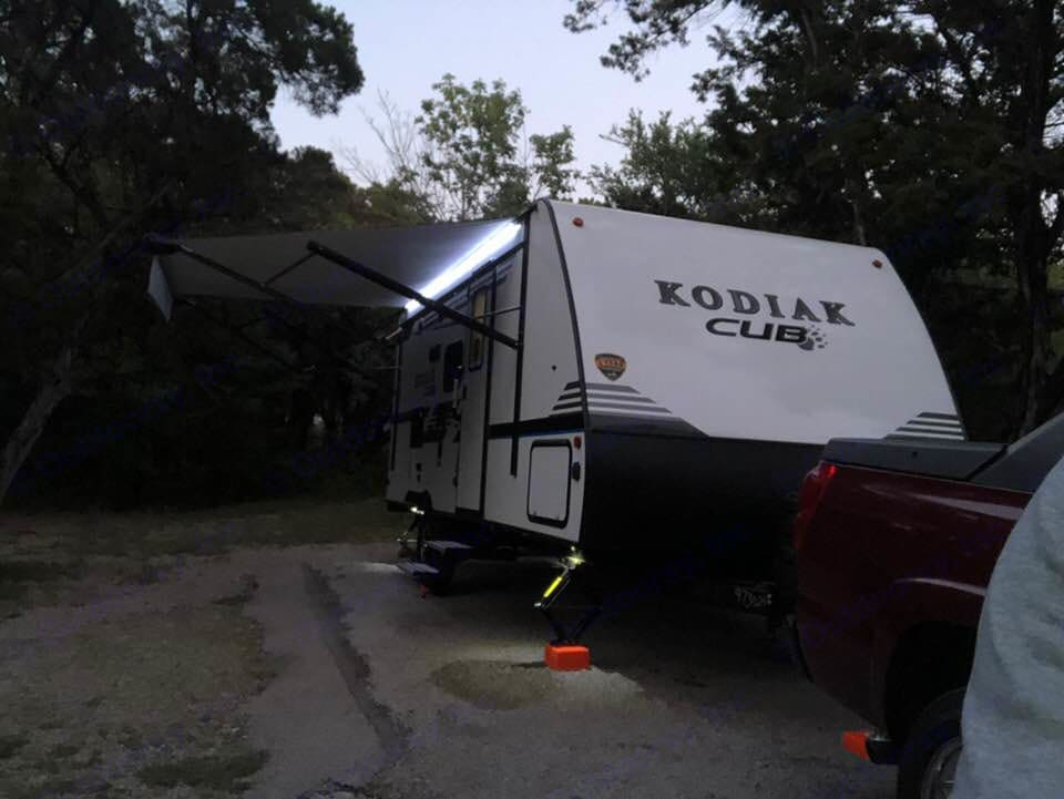 L.E.D. awning and Jack stand lights provide ample outdoor lighting.  Jack Stand L.E.D.s on each corner come in handy during setups in the dark. . Dutchmen Kodiak MB185 2018