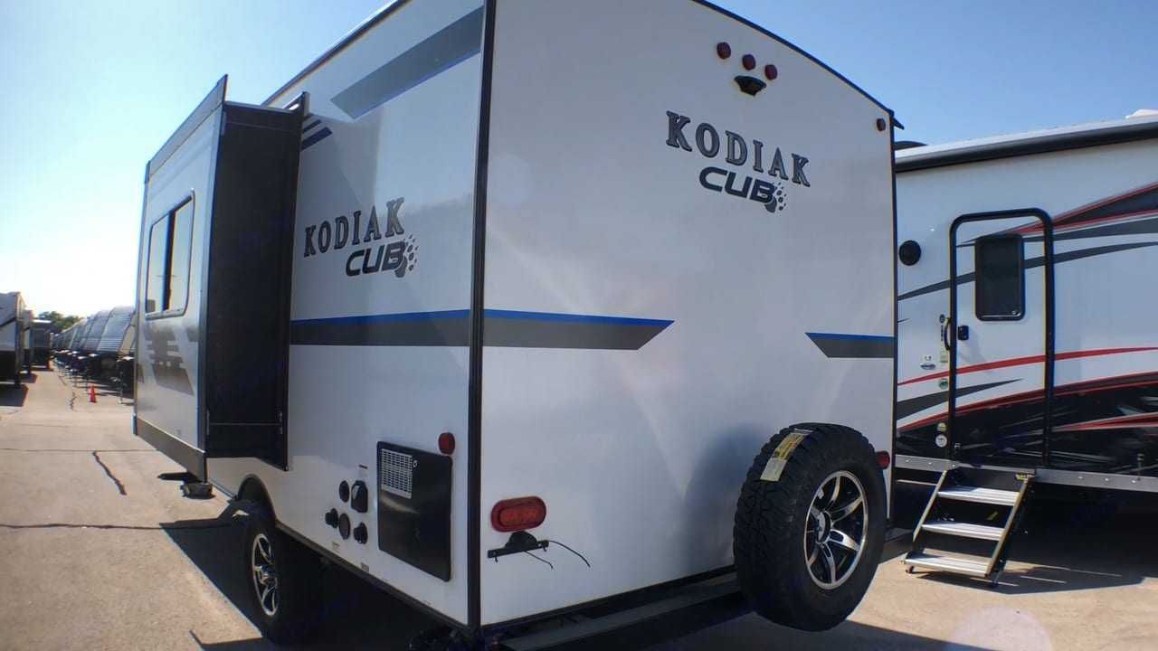 1 Slide out adds a lot of interior space when extended.. Dutchmen Kodiak MB185 2018