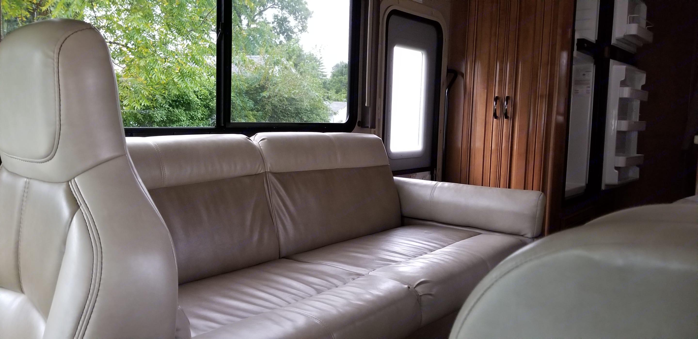 Sofa turns into a bed. . Thor Motor Coach Quantum 2018