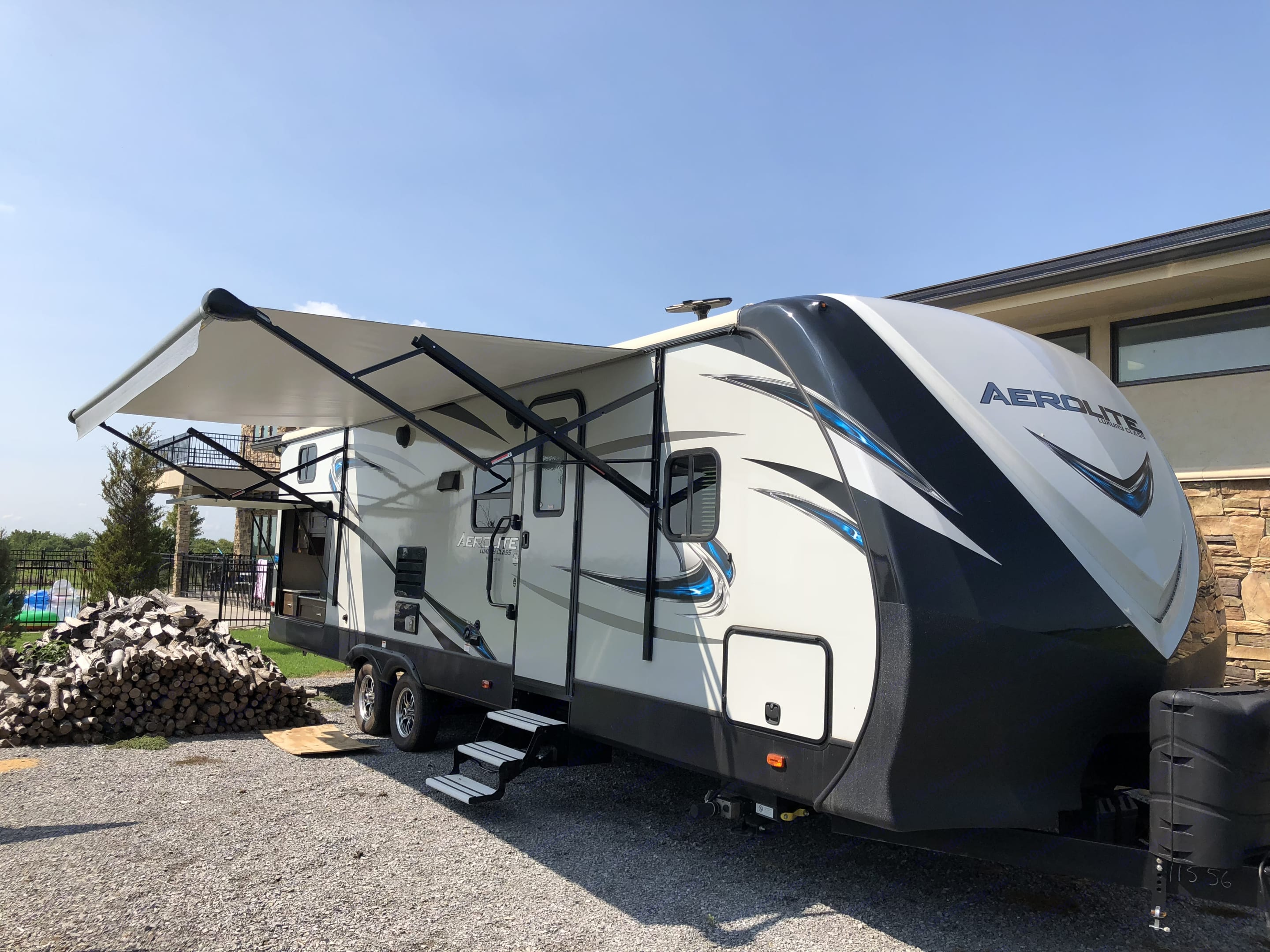 Large awning with LED lights and outdoor kitchen.. Dutchmen Aerolite 2017