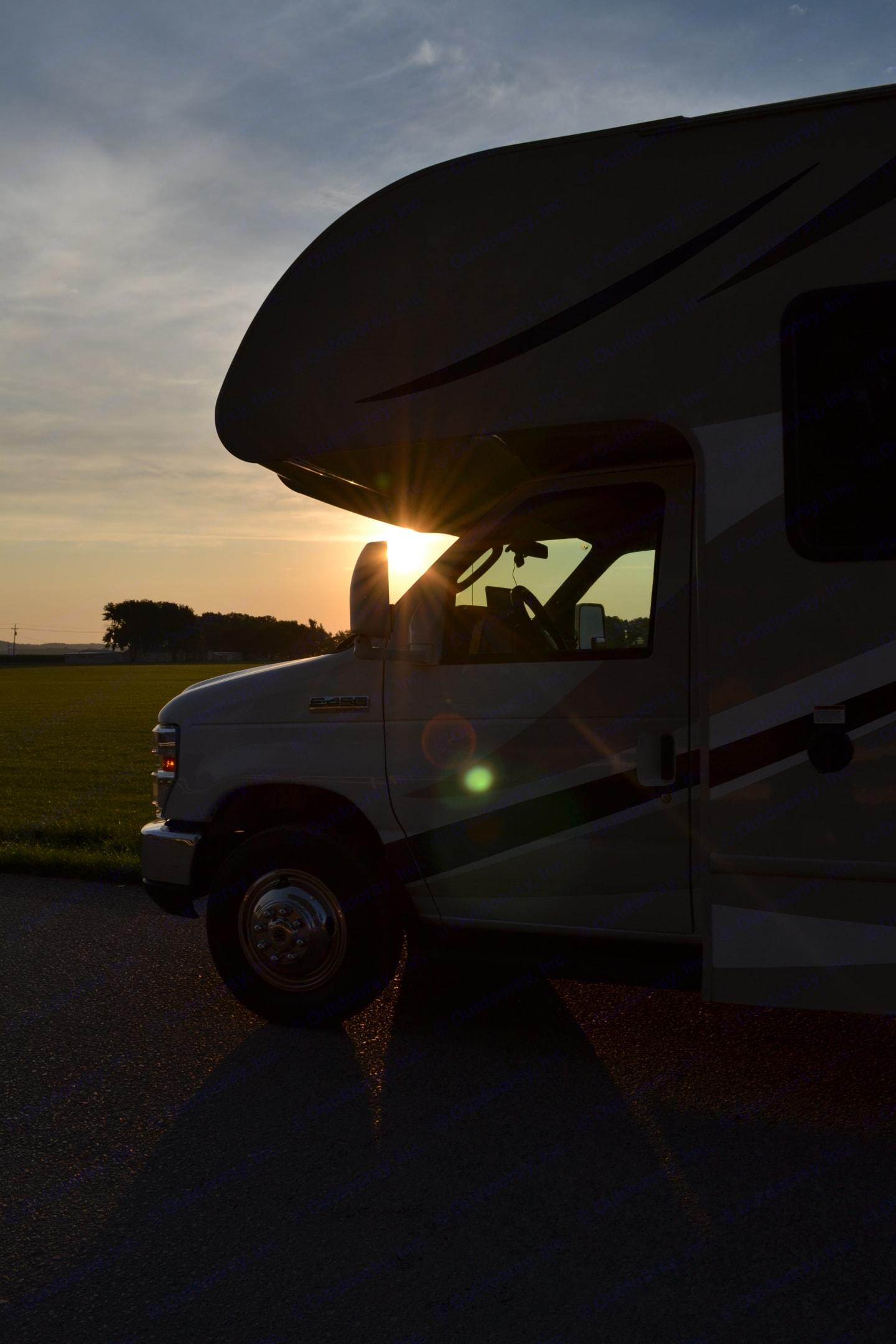 Kansas sunrise. Thor Motor Coach Four Winds 2017