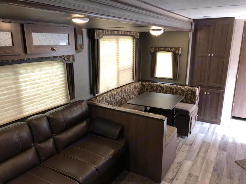 Couch, u shaped dinette table and bed, pantry and extra storage . Keystone Hideout 28 BHS 2018