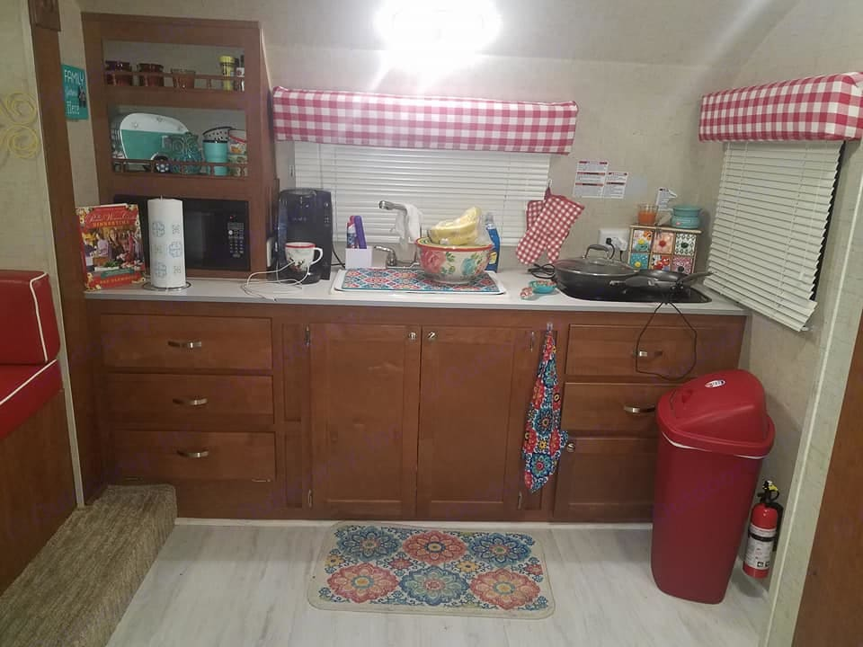 kitchen and cooking area . Riverside Rv Whitewater Retro 2016