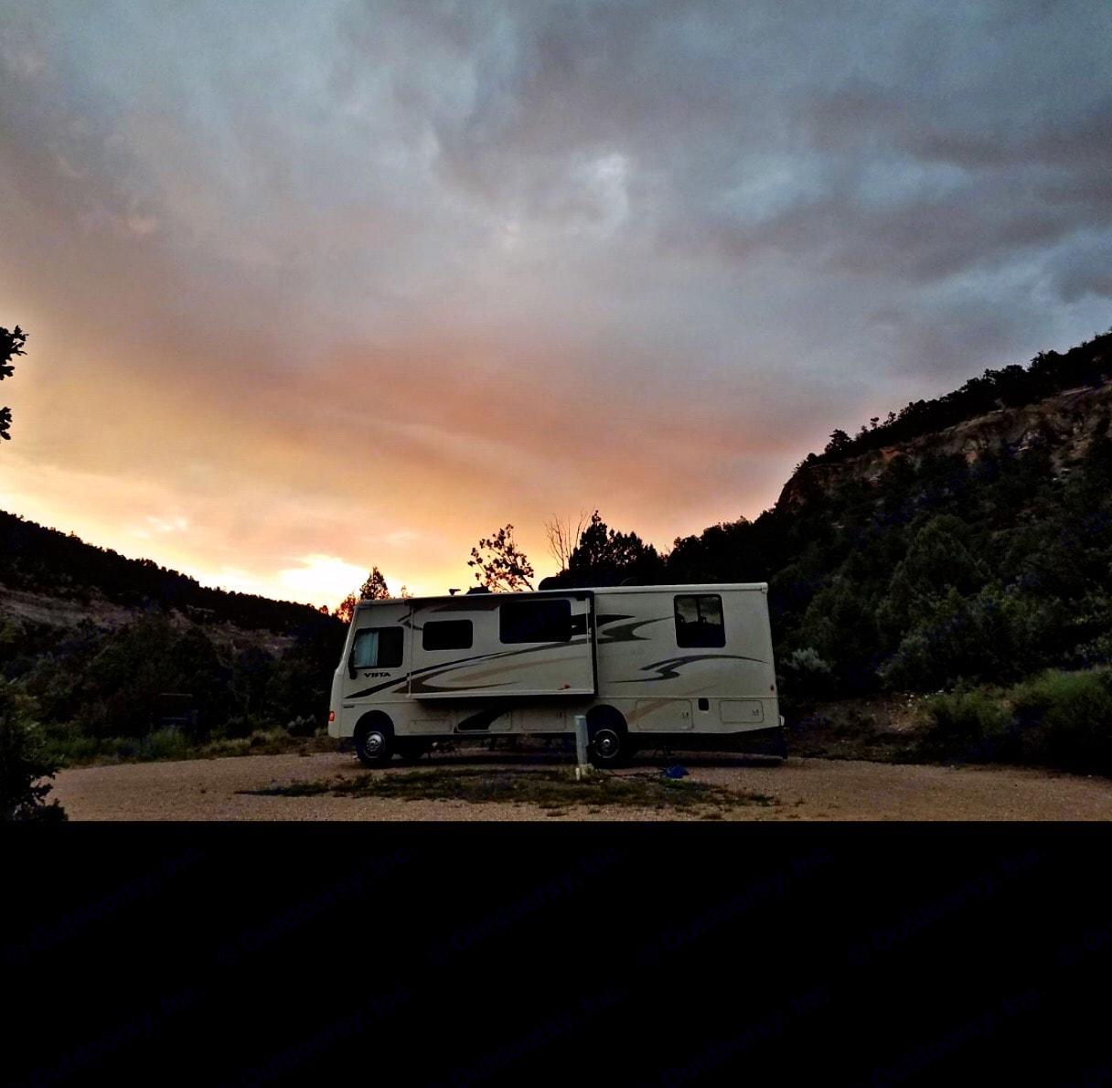 Camping in Utah. Winnebago Vista 2015