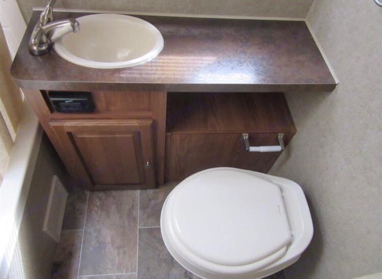 Full bathroom . Forest River Rockwood Mini Lite 2015