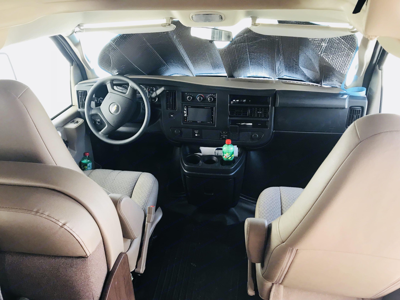 Cockpit. Thor Motor Coach Four Winds 2018