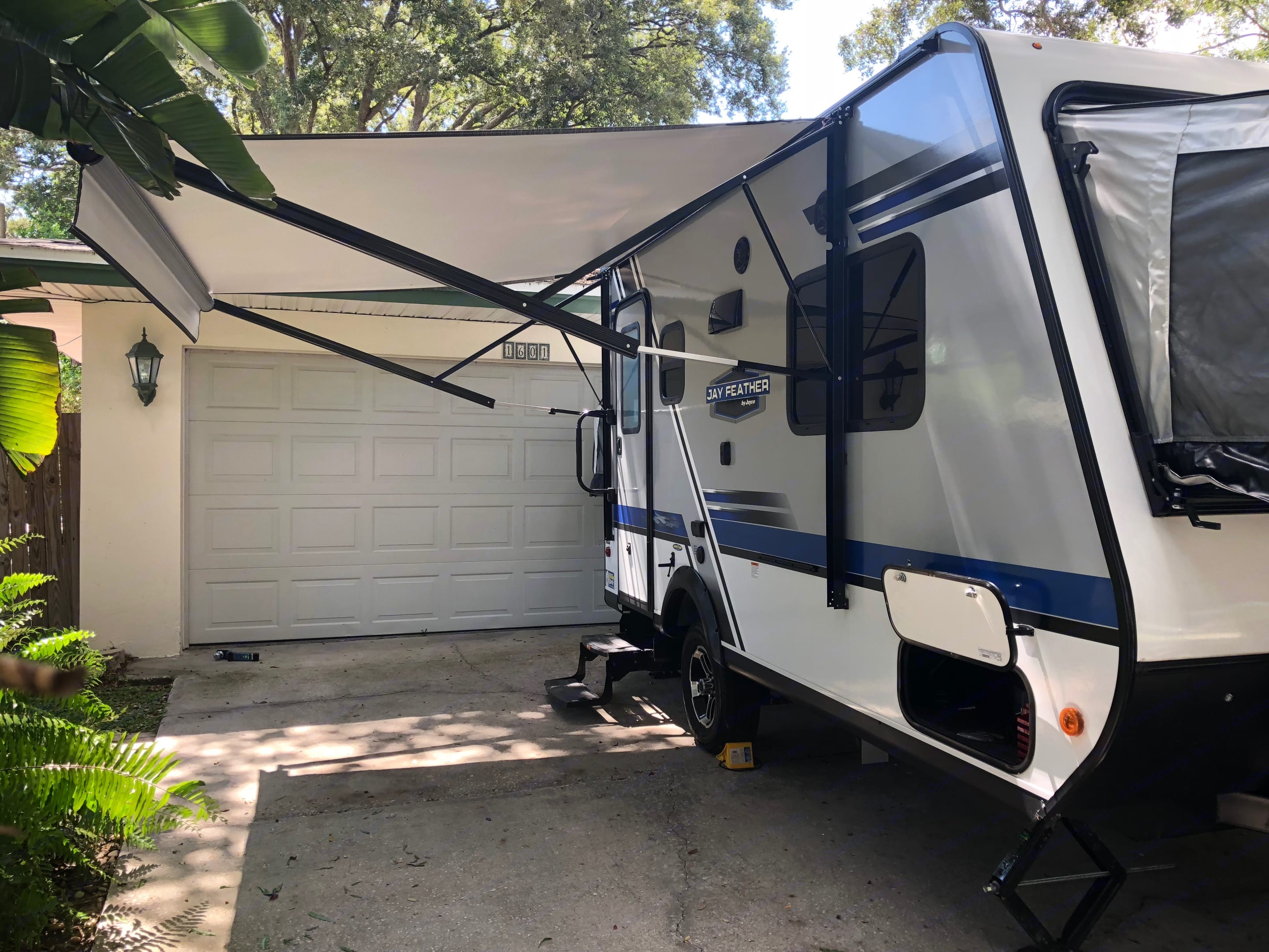 10 Ft Electric Awning with LED Lights. Jayco Jay Feather 2019