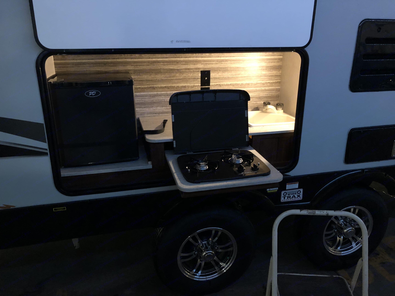 Outdoor stove,sink and mini fridge. Heartland Wilderness 2018