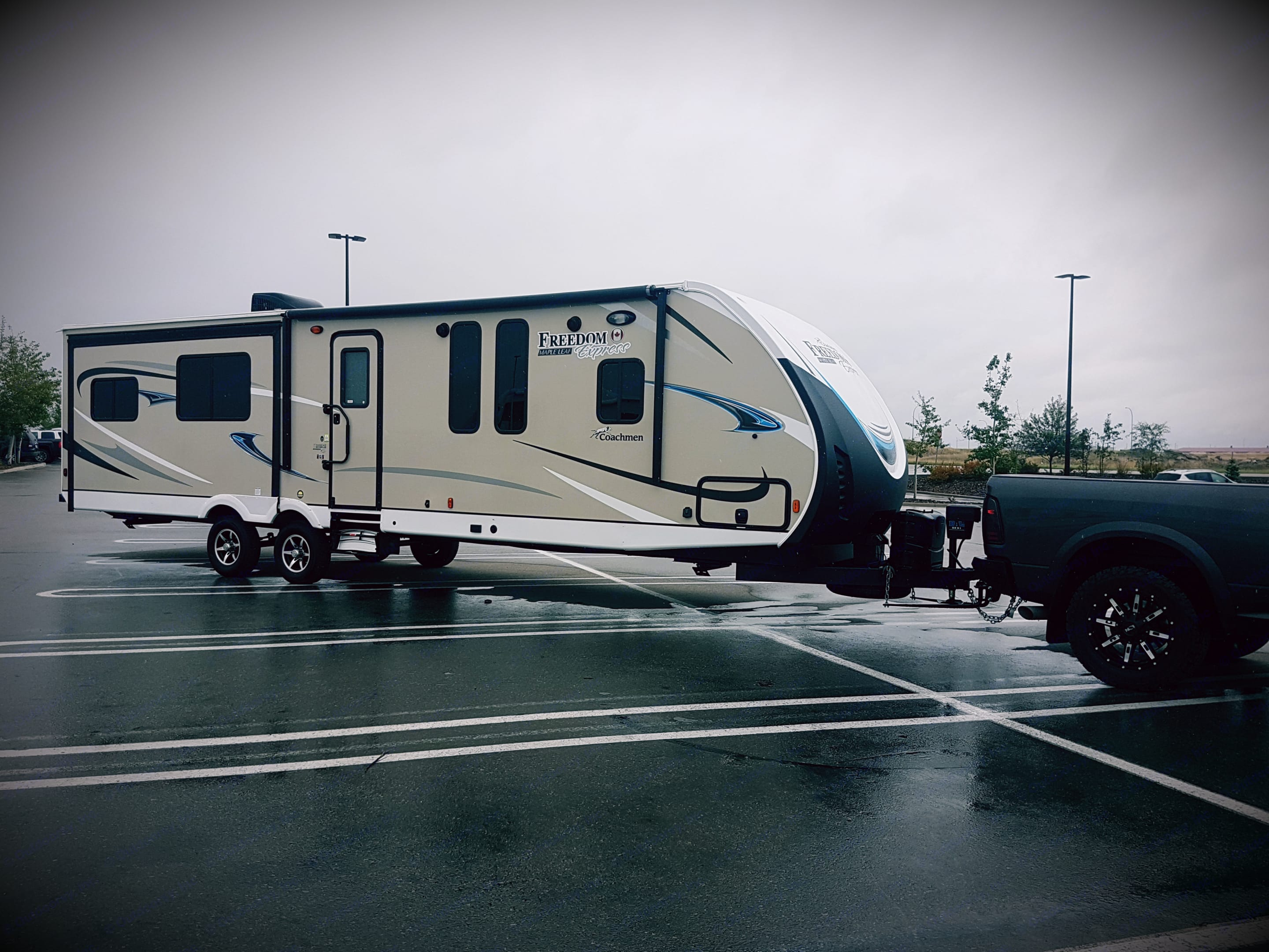 2018 Coachman Freedom Express! 3 slides out. Dry weight is 7890 pounds.. Coachmen Freedom Express 2018