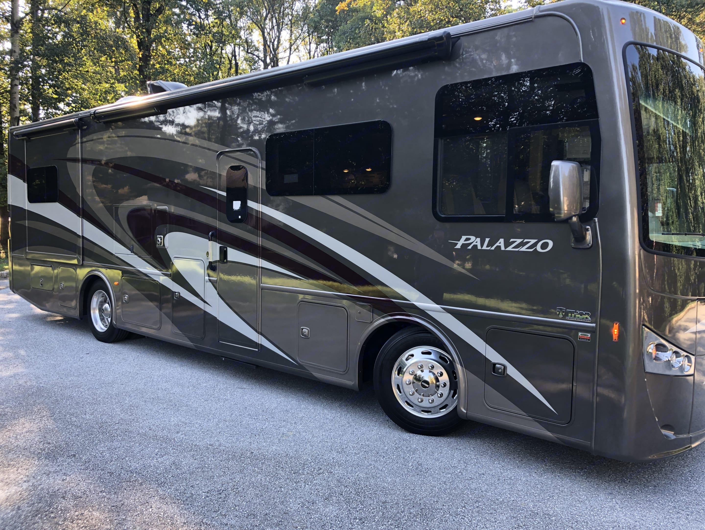 Thor Motor Coach Palazzo 2018