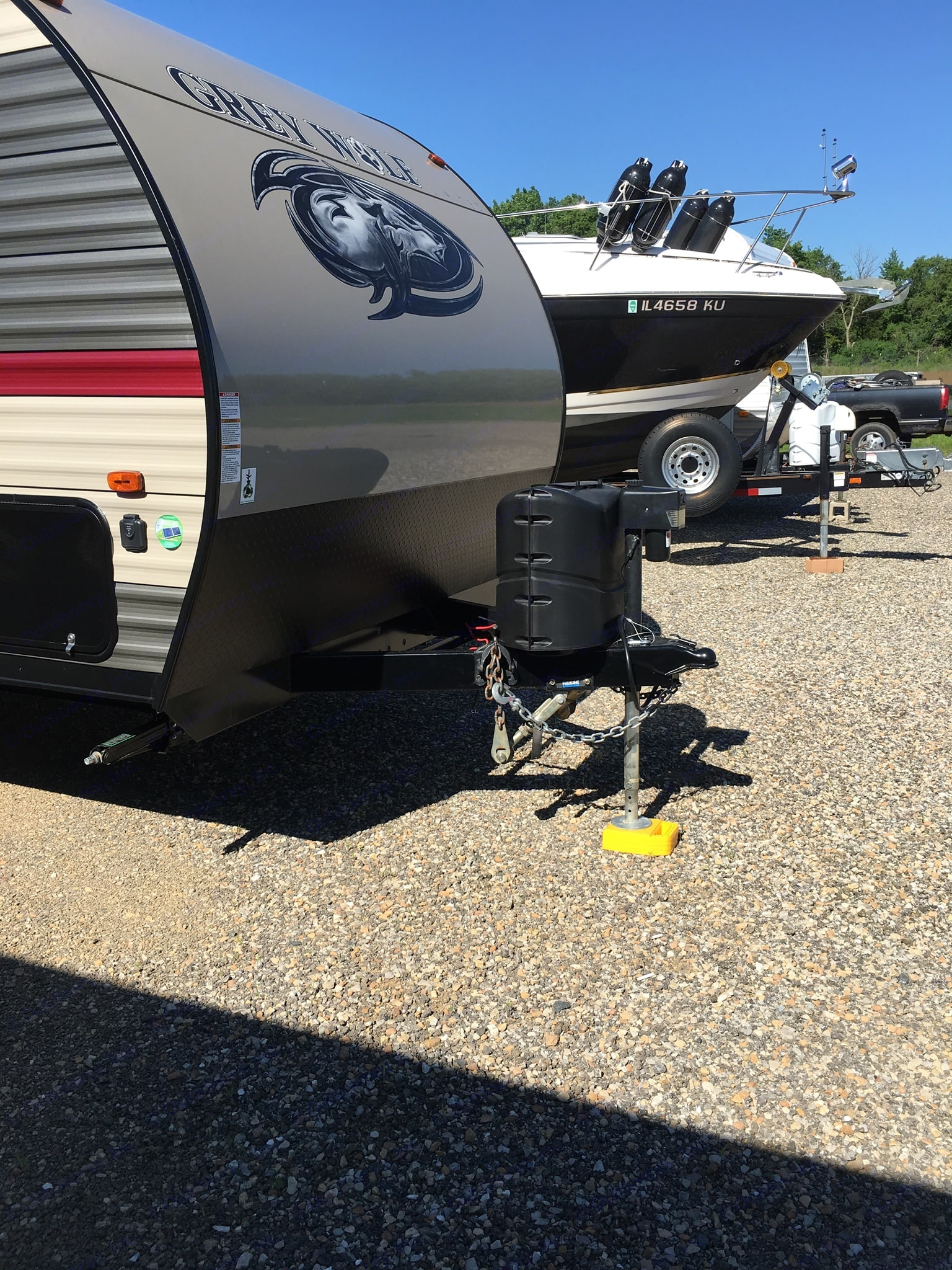 Dual 20lbs propane tanks. Electric ram.. Forest River Cherokee Grey Wolf 2018