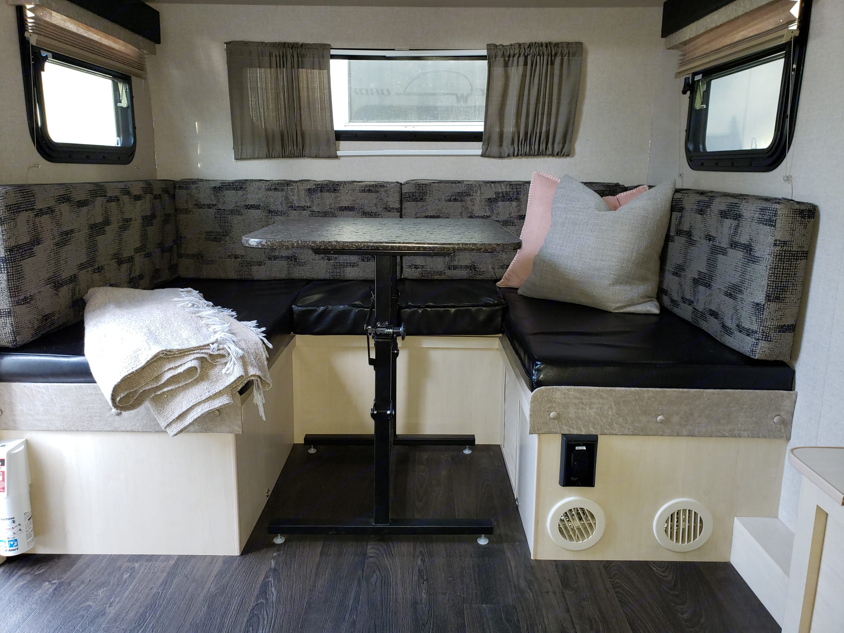 Catch up with your loved ones at this cozy dinette for four.. Winnebago Minnie Winnie 2018