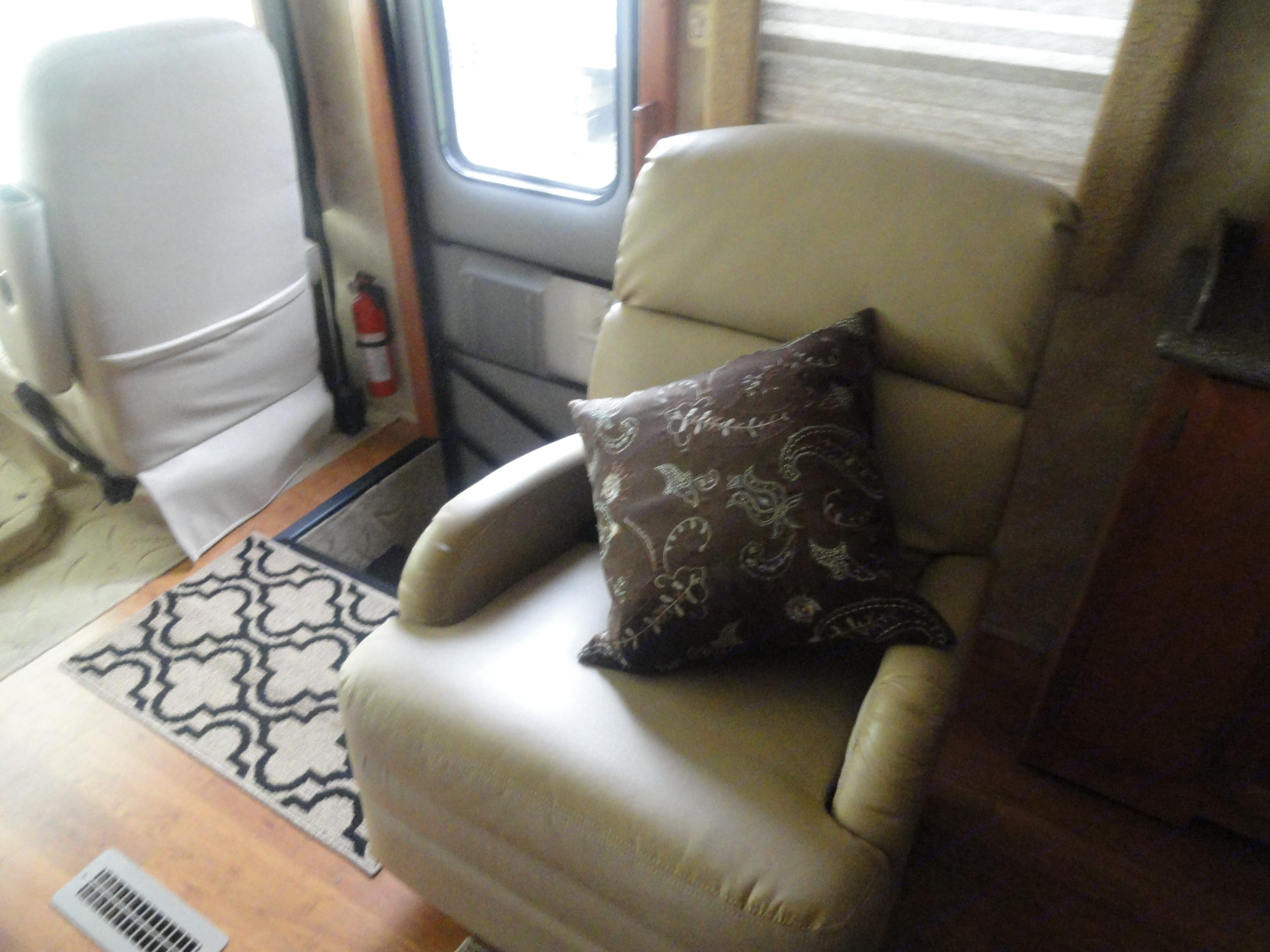 Relaxing rocking chair and recliner . Newmar Canyon Star 2010