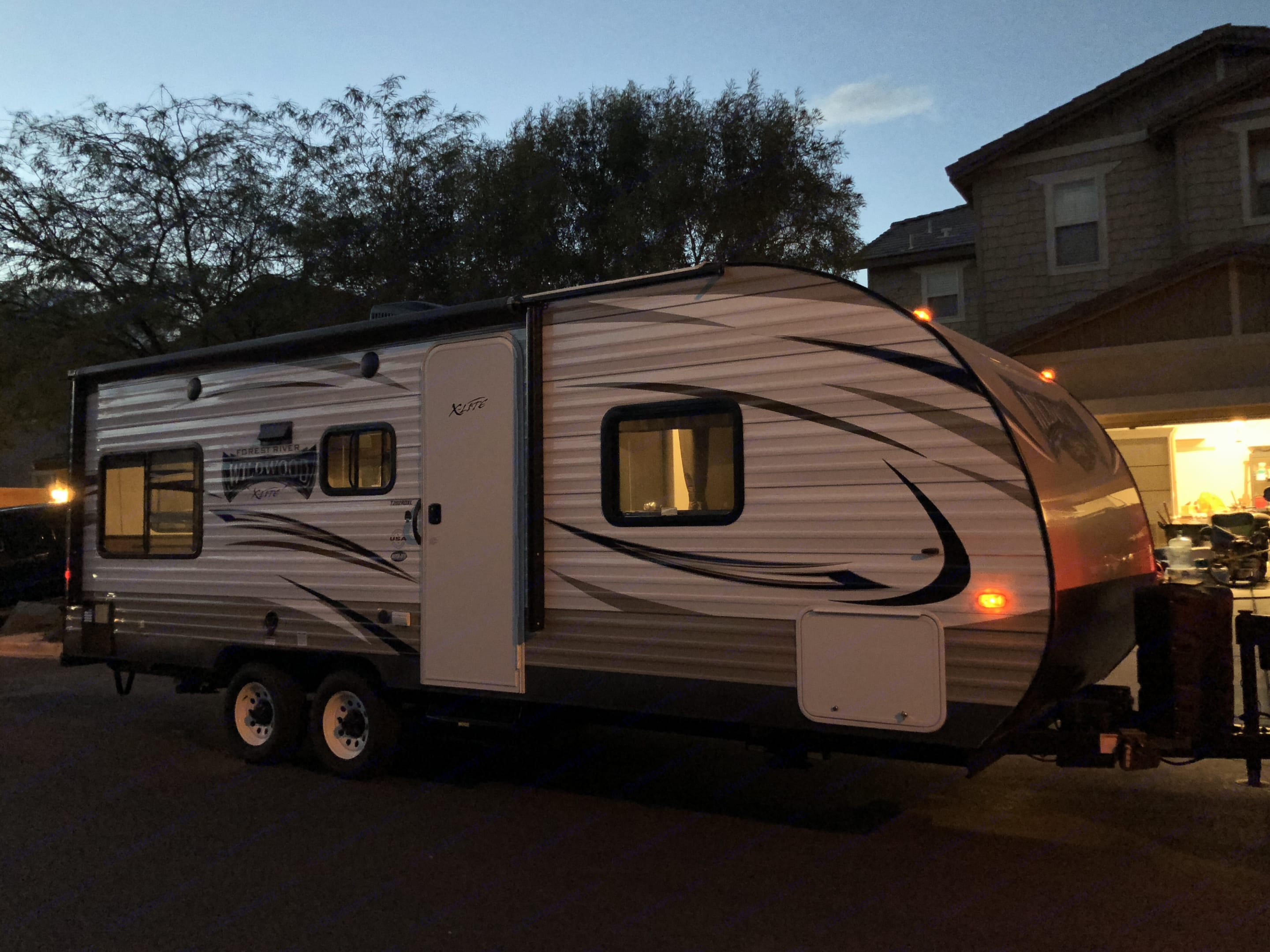 includes two gas tanks and two batteries. Forest River Wildwood X-Lite 2018