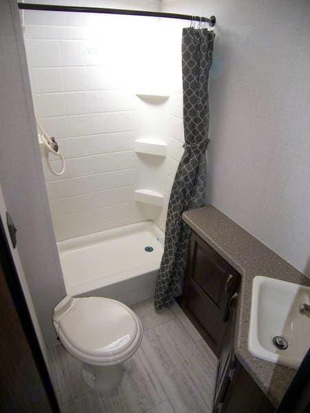 Bathroom. Palomino Solaire Ultra Lite 2019