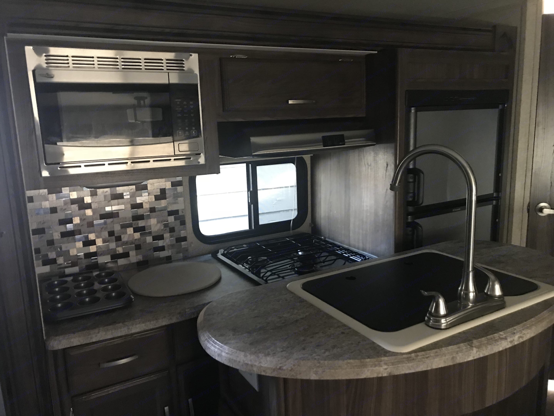 Kitchen. Coachmen Apex 2018