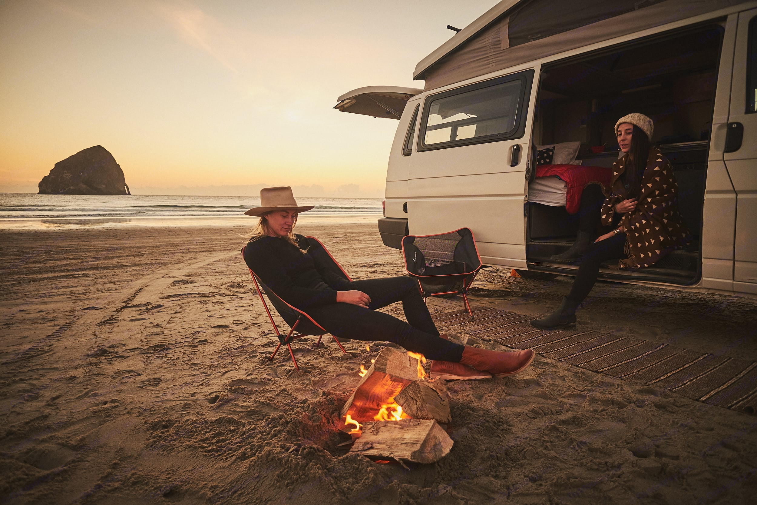 There is nothing better than relaxing with friends on the beach!. Volkswagen Eurovan Camper 1995