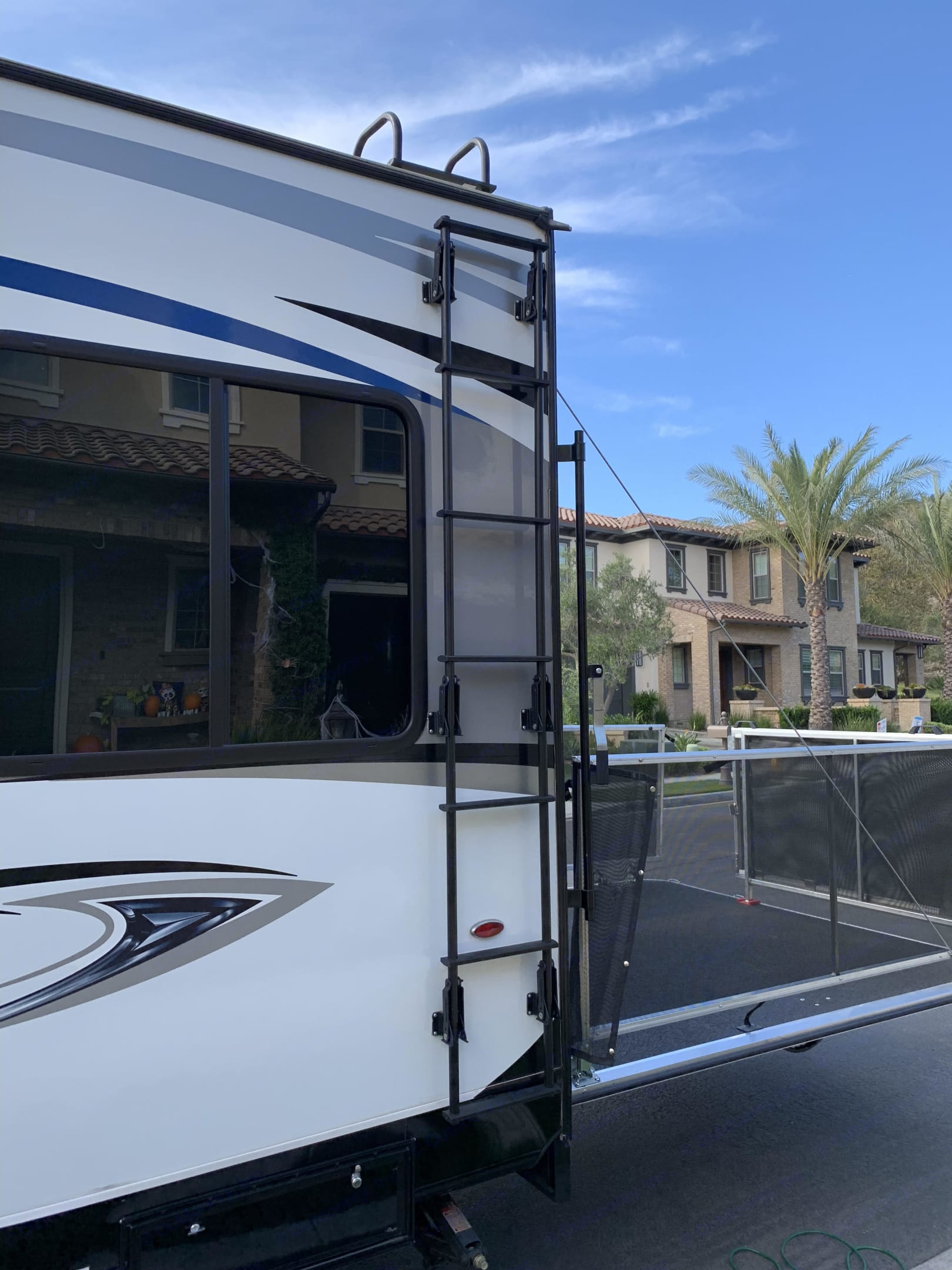 Ladder to the reinforced roof.. Jayco Octane 2017