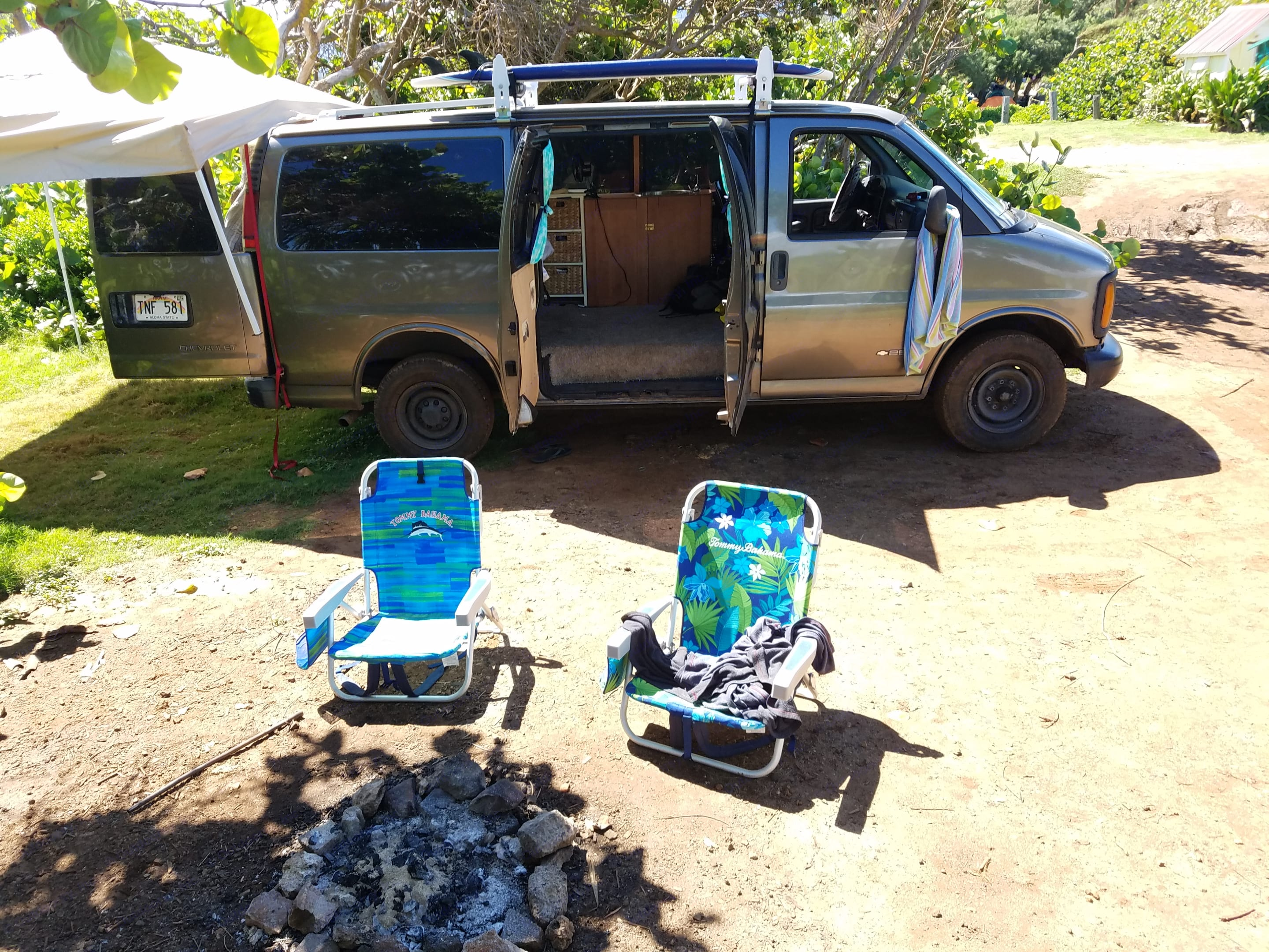 Vanny Glover comes with lounge chairs and pop up tent for your comfort. . Chevrolet Express 2500 2002