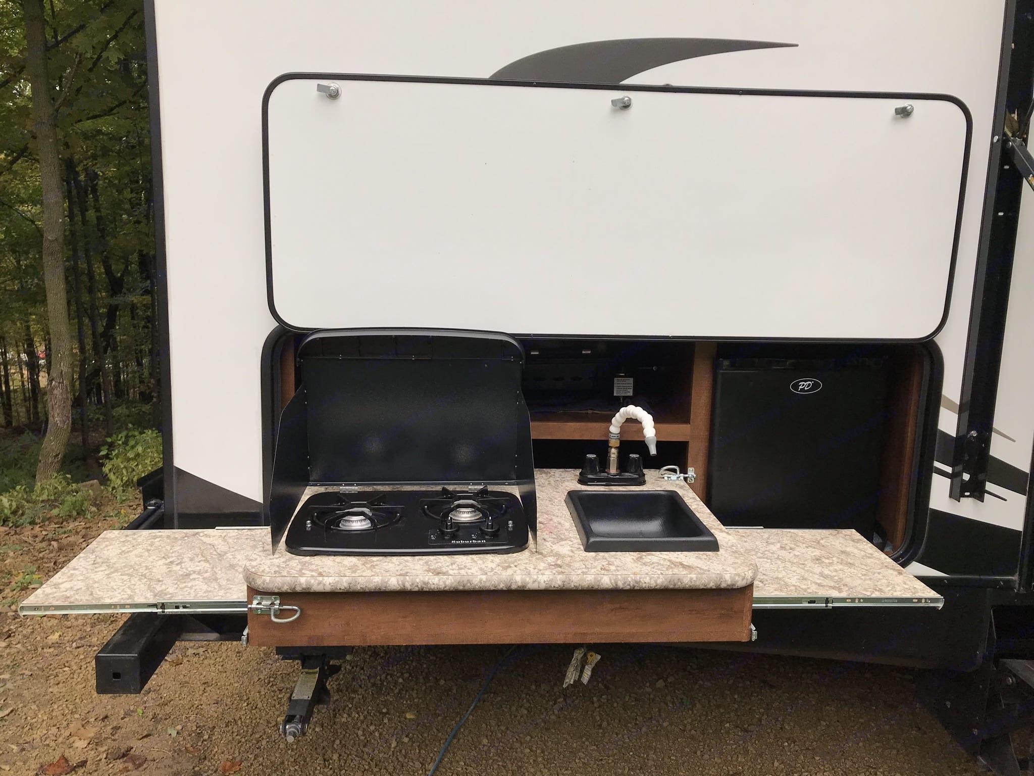 Outdoor kitchen with gas stone, sink, fridge and storage space. Keystone Passport 2017