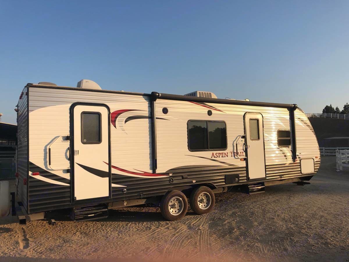31' bumper to hitch. Back door to private access bath.. Dutchmen Aspen Trail 2014
