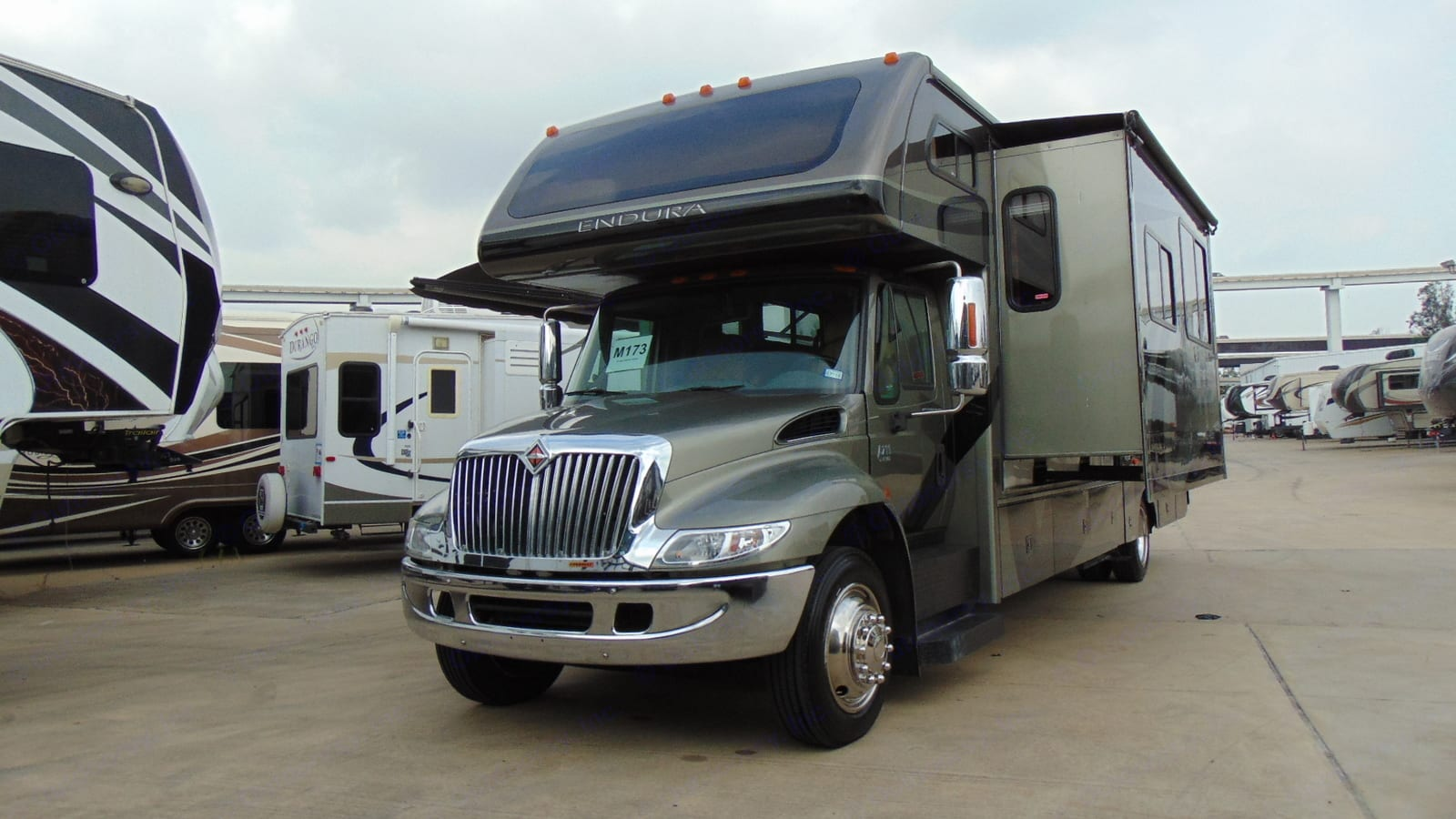 These pics are from when we bought the unit. New and improved pics coming soon! . Gulf Stream Endura 2008