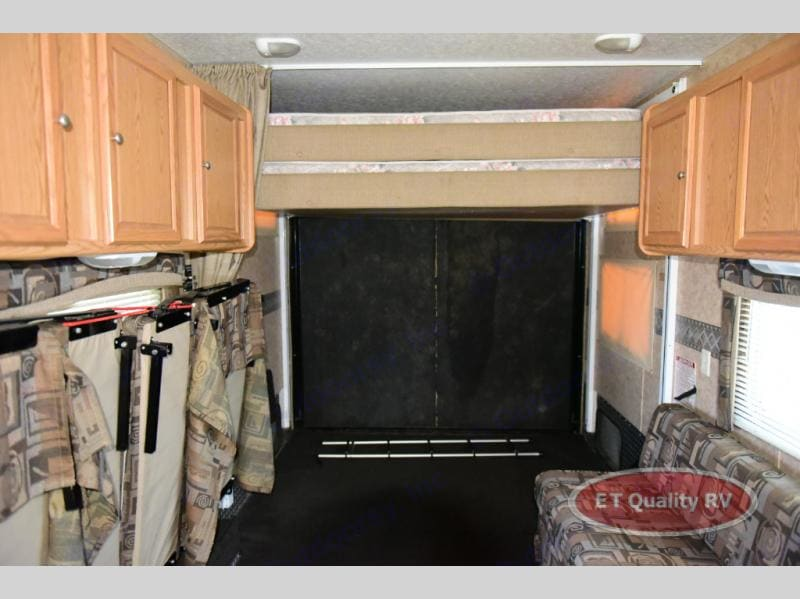 electric king bed, two fold out full size beds, additional sleeping room available for a cot in the rear cargo. dining table. . Skyline Rampage 2007
